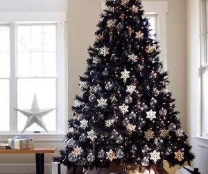 Trik Sukses Menjaga Pohon Natal Tetap Segar hingga...