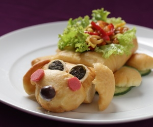 Doggie Bun Seafood Teriyaki